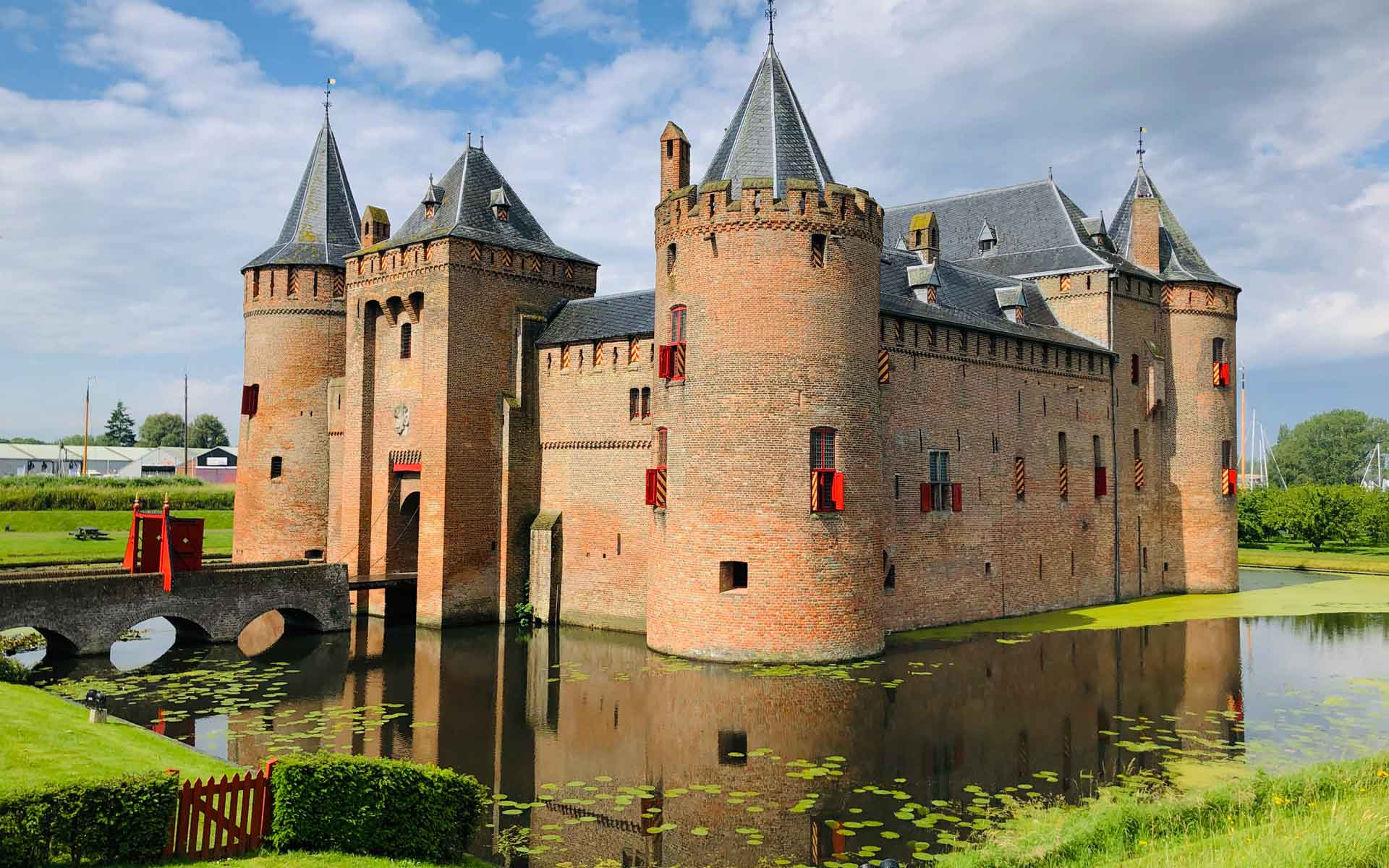 Visit castles with Holland Private Tour